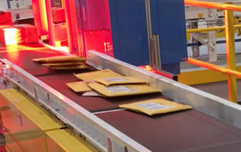 envelopes stacking on a conveyor system belt
