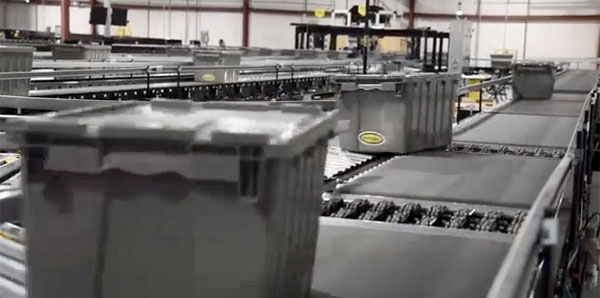 sortation conveyor system moves totes off the line in an automated system