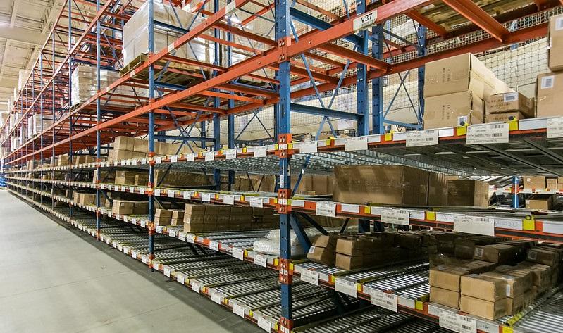 carton flow rack in facility