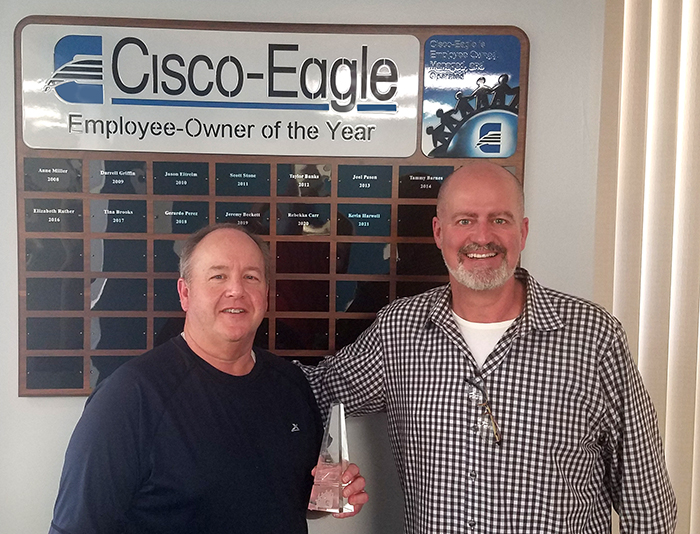 Kevin Harwell accepts the Employee-Owner of the Year award from Cisco-Eagle president Darein Gandall.