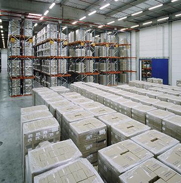 Bulk storage buffer at a warehouse