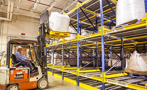 Pallet flow warehouse storage buffer