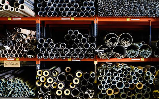 pallet racks with horizontal pipe storage